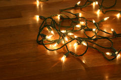 Luces de la Navidad en el suelo de madera Imágenes de archivo libres de regalías