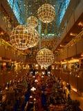 Luces de la Navidad en la alameda de compras Imagen de archivo