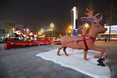 Luces de la Navidad en la noche Fotos de archivo