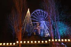 Luces de la Navidad en un parque de atracciones fotografía de archivo libre de regalías