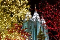 Luces de la Navidad fuera del templo histórico en Utah Fotografía de archivo libre de regalías