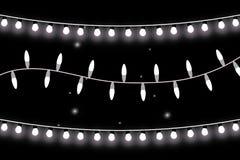 Luces de la Navidad Guirnalda que brilla intensamente en fondo transparente Luces brillantes Foto de archivo libre de regalías