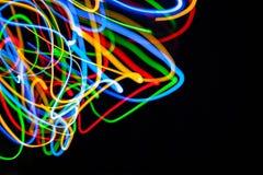 Luces de la Navidad mezcladas rojas, amarillas, azules y verdes brillantes coloridas que fluyen en diversas direcciones Fotos de archivo libres de regalías
