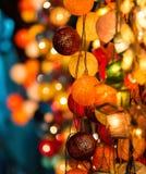Luces de la Navidad que brillan intensamente coloridas Imagenes de archivo