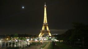 Luces de la noche de la torre de París Eifel