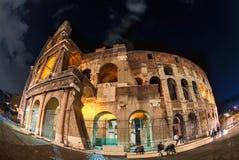 Luces de la noche del Colosseum. imagen de archivo