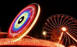 Luces de la noche en el parque de atracciones Imágenes de archivo libres de regalías