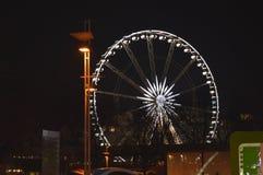 Luces de la noche de la noria en diciembre en Budapest el 1 de enero de 2018 foto de archivo
