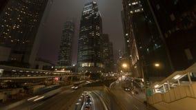 Luces de la raya del tráfico en la noche moderna de la ciudad, timelapse metrajes