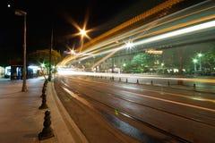 Luces de la ruta de la tranvía en la noche Imágenes de archivo libres de regalías