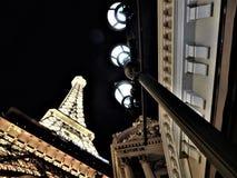 Luces de la torre Eiffel y de calle de Las Vegas fotografía de archivo libre de regalías
