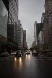 Luces de los coches en las calles de Manhattan Fotografía de archivo libre de regalías