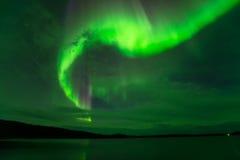 Luces de Norhern en cielo nublado foto de archivo libre de regalías