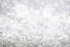 Luces de plata adornadas con la Navidad blanca del bokeh y de las estrellas Foto de archivo