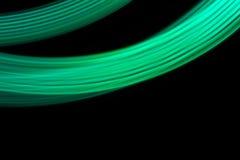 Luces de tira de neón verdes contra fondo negro Imagenes de archivo