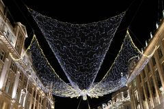 Luces del ángel de la Navidad en Regent Street London W1, Reino Unido foto de archivo