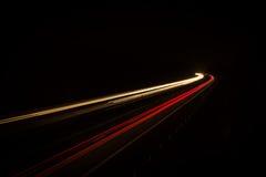 Luces del coche en la noche Foto de archivo libre de regalías