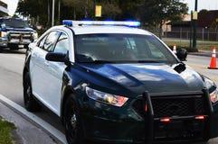 Luces del coche policía encendido Foto de archivo libre de regalías