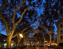 Luces del día de fiesta de la Navidad en Palma imágenes de archivo libres de regalías
