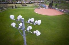 Luces del estadio del campo de béisbol Fotos de archivo libres de regalías