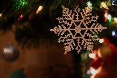 Luces del juguete del árbol de navidad Imágenes de archivo libres de regalías