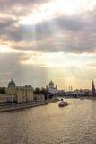Luces del río de Moscú imágenes de archivo libres de regalías