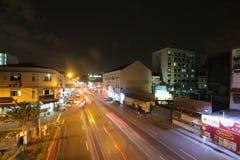 Luces del rastro en la calle de Singapur fotos de archivo libres de regalías