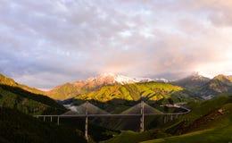 Luces del sol de la mañana del puente de Guozigou Fotos de archivo