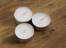 Luces del té en fondo de madera Foto de archivo libre de regalías