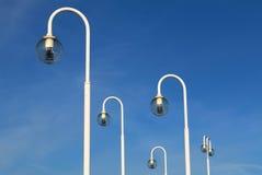 Luces eléctricas redondas de cristal en fondo del cielo Fotografía de archivo