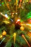 Luces en árbol de Navidad Fotos de archivo