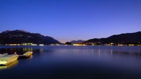 Luces en el lago Imagen de archivo libre de regalías