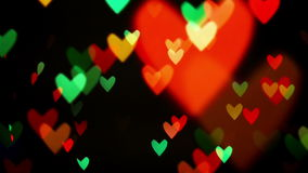 Luces festivas del centelleo del bokeh defocused colorido del corazón como fondo abstracto almacen de metraje de vídeo