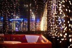 Luces hermosas en el café Fotografía de archivo libre de regalías