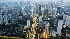 Luces hermosas de la noche en el capital de Jakarta Fotos de archivo
