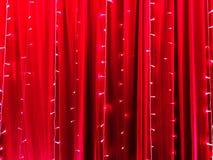Luces LED en cierto contexto rojo de la tela como el fondo abstracto imagenes de archivo