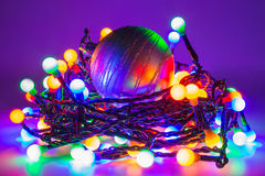 Luces llevadas con la chuchería de la Navidad Foto de archivo libre de regalías
