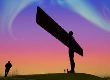 Luces norteñas sobre el ángel del norte Imágenes de archivo libres de regalías