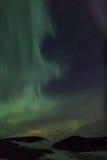 Luces norteñas sobre los cráteres en Islandia imágenes de archivo libres de regalías