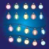 Luces que brillan intensamente de la Navidad Guirnaldas con los bulbos coloreados Días de fiesta de Navidad Elemento del diseño d stock de ilustración