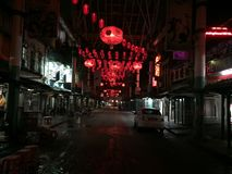 Luces rojas en China en la noche imagenes de archivo
