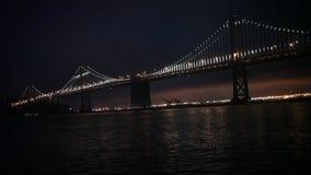 Luces, San Francisco y Oakland del puente de la bahía Imagen de archivo