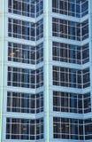Luces verdes en torre azul de la oficina Imagen de archivo libre de regalías