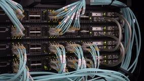 Luces y conexiones en el servidor de red metrajes