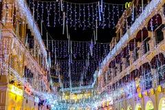 Luces y decoraciones de la Navidad Fotos de archivo