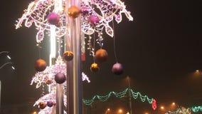 Luces y globos de la Navidad almacen de metraje de vídeo