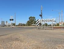 Luces y muestras en una tres-línea cruce ferroviario Imagen de archivo libre de regalías