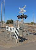 Luces y muestras en una tres-línea cruce ferroviario Imágenes de archivo libres de regalías