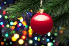 Luces y ornamento del árbol de navidad Imágenes de archivo libres de regalías