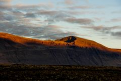Luces y sombras en la montaña Imágenes de archivo libres de regalías